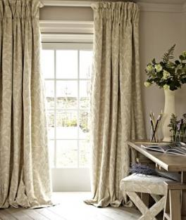 Make curtains using woven fabric