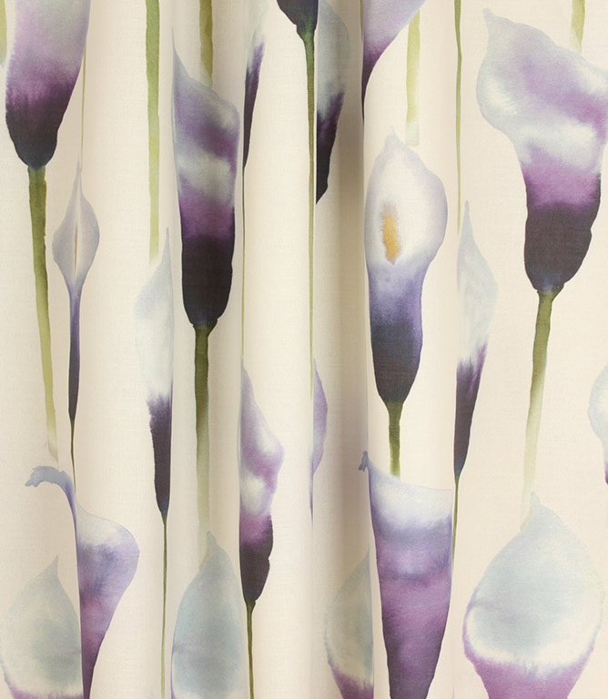 Voyage Decoration Arum Lily Fabric / Cream Damson